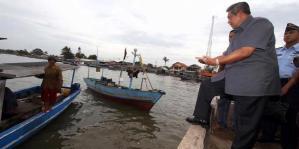 Presiden Sby berdialog dengan nelayan Teluk Naga, Tangerang (image: Dany Permana/tribunnews)
