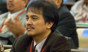 Roy Suryo/ Yogi Ardhi