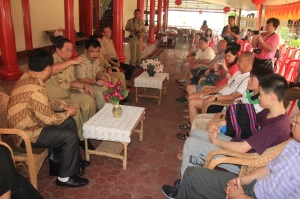 Walikota Bitung, Hanny Sondakh jelaskan potensi kota tersebut kepada wisatawan Guang Zhou