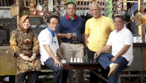 (dari kiri) Walikota Surabaya Tri Rismaharani, Bupati Enrekang La Tinro La Tunrung, Bupati Wonosobo Abdul Kholiq Arif, Walikota Banjar Herman Sutrisno dan Bupati Kubu Raya Muda Mahendrawan. TEMPO/Ijar Karim