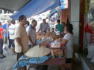 Walikota Bitung, Hanny Sondakh berbelanja di Pasar Pinasungkulan Sagerat