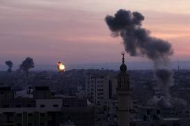 Serangan balasan militer Israel ke kota Gaza/ photo: abc.net.au