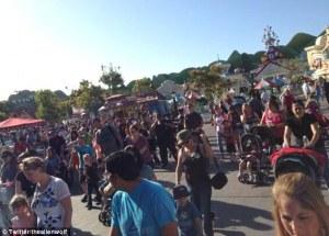 Tidak ada korban jiwa atau cedera, namun area Toontown Disneyland, dievakuasi.