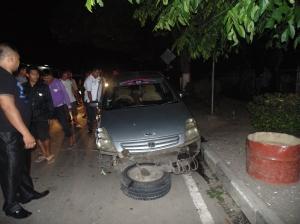 Mobil Sedan ringsek, akibat pengemudi mabuk. (photo: Ardan Gala)