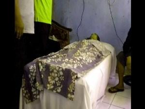 Jenazah sopir angkot Heri Lengkong di rumah duka
