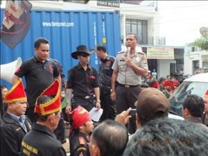 Demo Gabungan ormas Adat minahasa di Polres Bitung / ardan gala