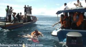 Polisi dan Petugas KPLP evakuasi mayat di Selat Lembeh (ardan gala)