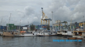 Dermaga Pelabuhan Bitung dipadati Kapal yang harus tunda keberangkatan (ardan gala)