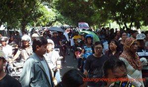 gambar ratusan masyarakat erpak menggelar aksi demo di bpn biung