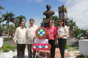 Lomban menghadiri pemakaman Hon. Jose D. R. Burgos