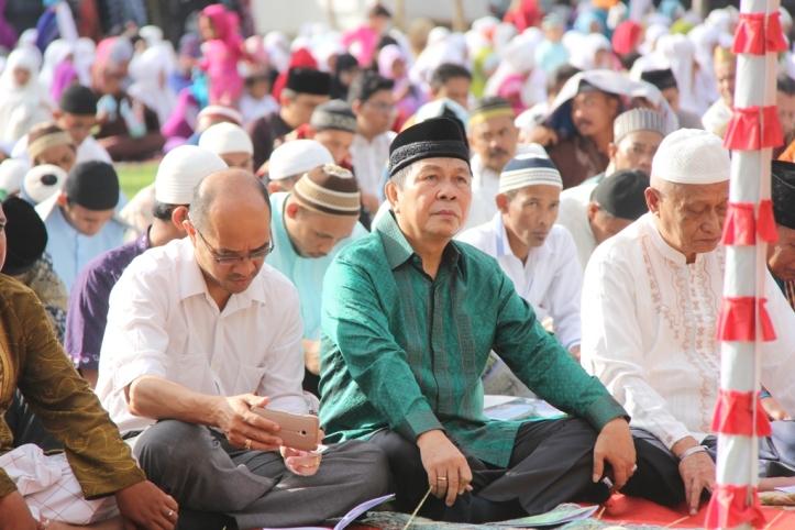 Lomban menghadiri Sholat Idul Fitri di lapangan Walikota Bitung