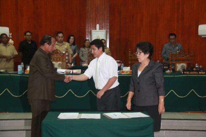 Sondakh,penandatangan Nota KUA 2015 oleh Ketua Dewan