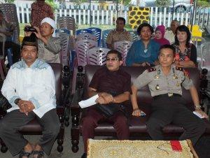 Kapolsek Bitung Tengah Novani Jansen, mengadakan buka puasa