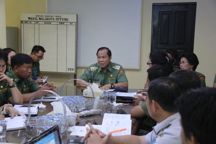 Lomban pimpin rapat Perbaiki kualitas Pelayanan Publik