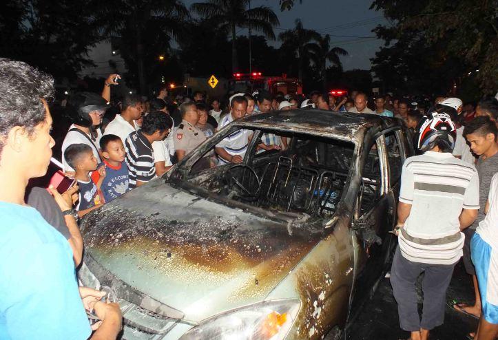 Mobil penimbun BBM Premium hangus terbakar