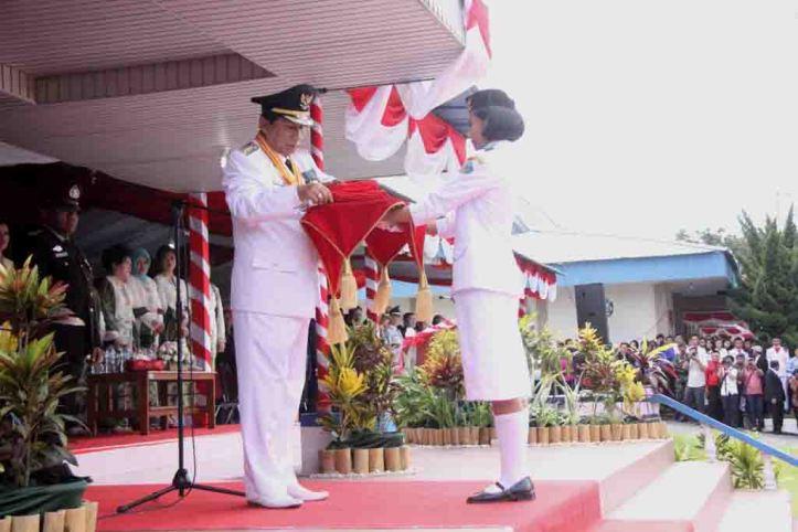 Sondakh menjadi inspektur upacara di HUT RI yang Ke 69