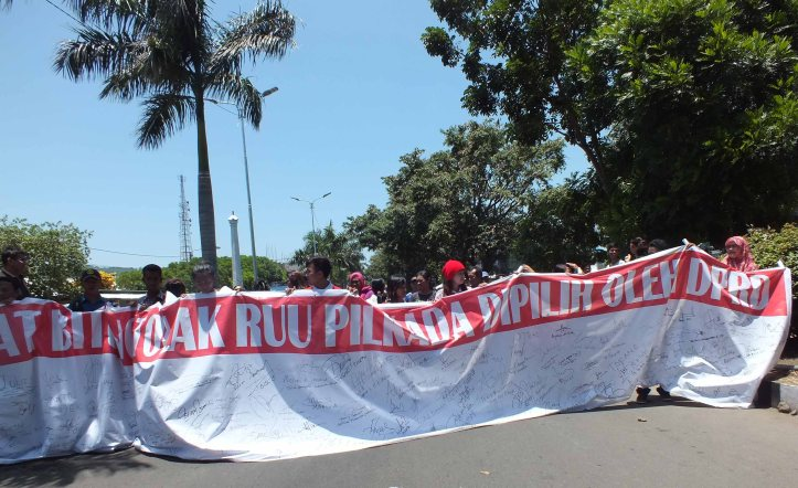 Demo menolak RUU