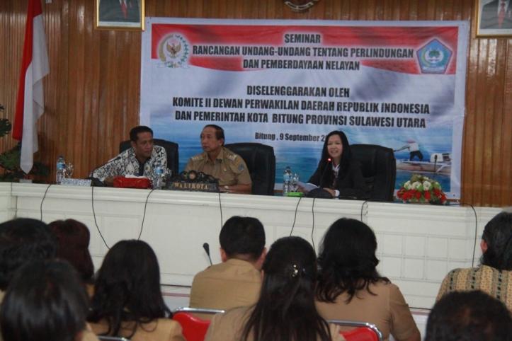Sondakh memimpin seminar Perlindungan Pemberdayaan Nelayan