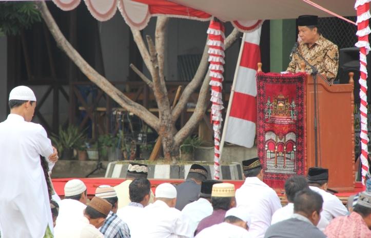Lomban menghadiri Sholat Idul Adha