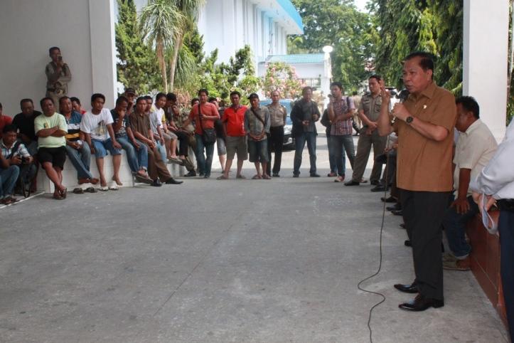 Wakil menerima demo para sopir angkot