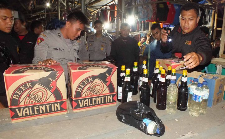 Polisi menyita ratusan botol miras