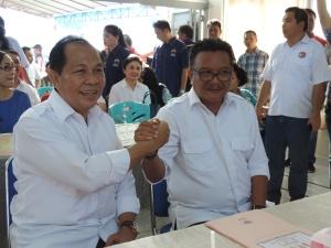 Pasangan Calon Walikota/wawali Max Lomban - Maurits Mantiri di KPU Bitung