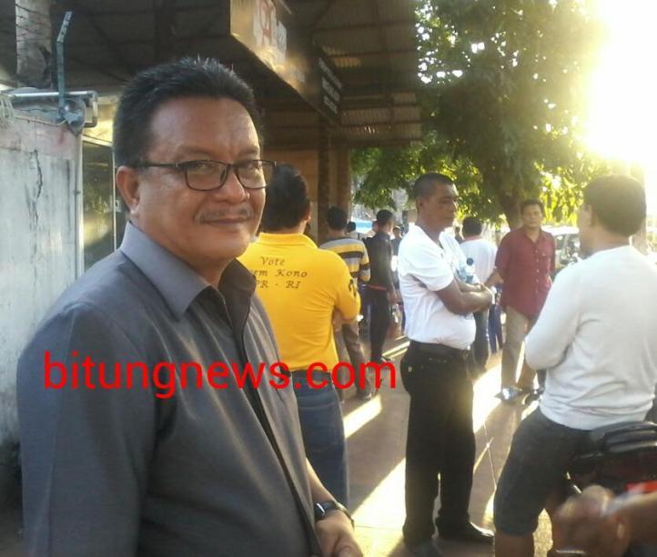 Calon Wakil Walikota, Ir. Maurits Mantiri, bersilaturahmi dengan komunitas warung kopi