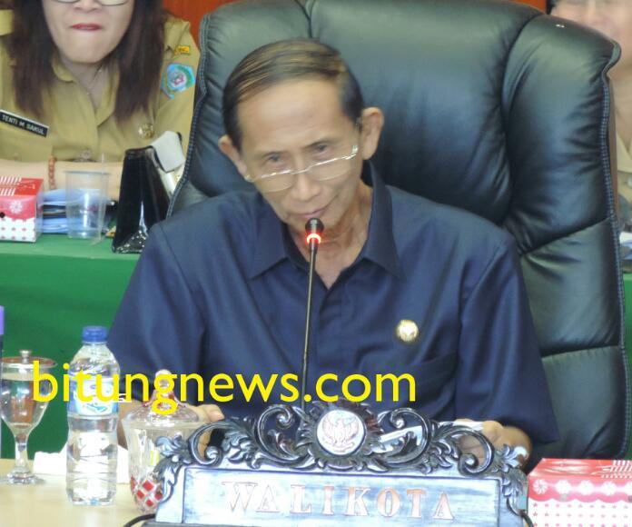 Walikota Bitung, Hanny Sondakh hadiri Rapat Paripurna Pandangan Umum Fraksi, RAPBD 2016