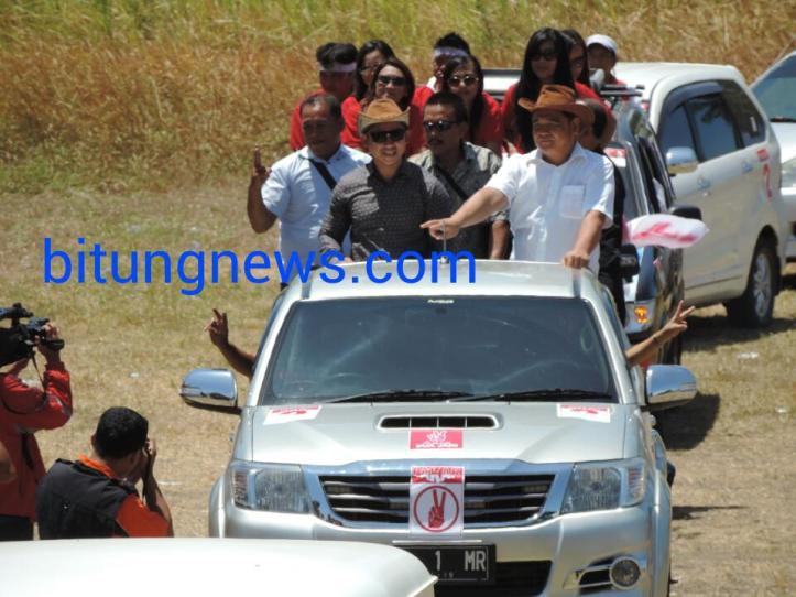 Pasangan Calon Walikota dan Wakil walikota Stefan Pasuma-Mario Karundeng ikuti pawai damai
