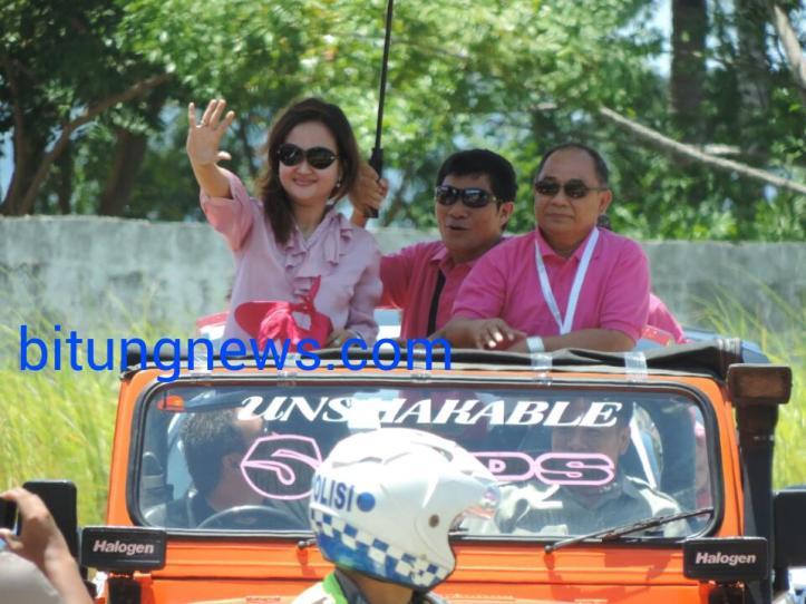 Pasangan Calon Walikota dan Wakil Walikota, Linna Utiarachman-Petrus Singale ikuti pawai damai