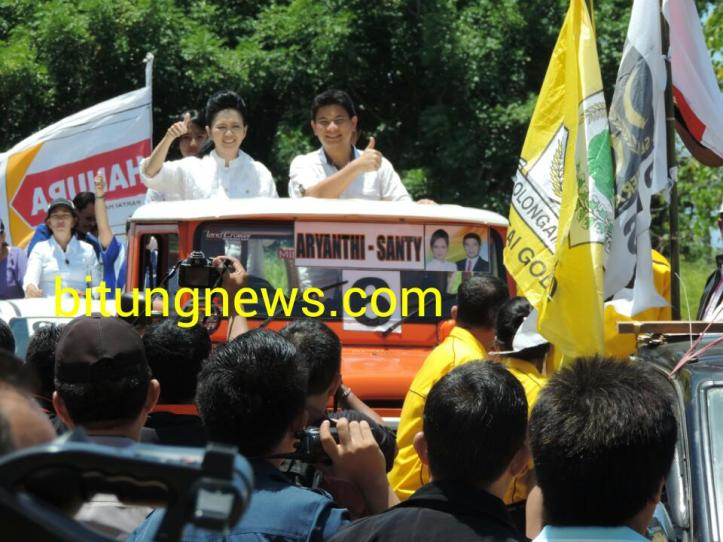 Pasangan Calon Walikota dan Wakil Walikota Aryanthi Baramuli dan Santy Luntungan ikuti pawai damai