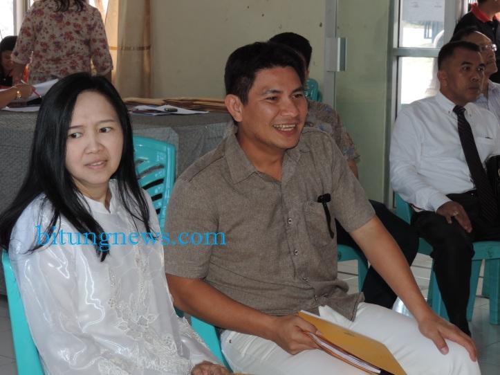 Pasangan Calon Walikota dan Wakil Walikota Aryanti Baramuli Putri dan Santy Gerald Luntungan di KPU Bitung