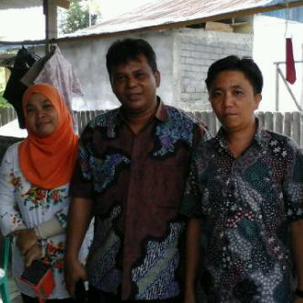 Komisioner KPU Sulut, Fachrudin Noch (tengah) monitoring COKLIT