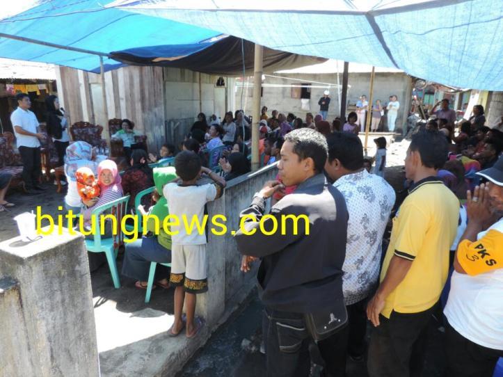 Pasangan Calon Walikota dan Wakil Walikota Aryanthi Baramuli- Santy Luntungan menemui para pendukung di Kelurahan Wangurer Timur