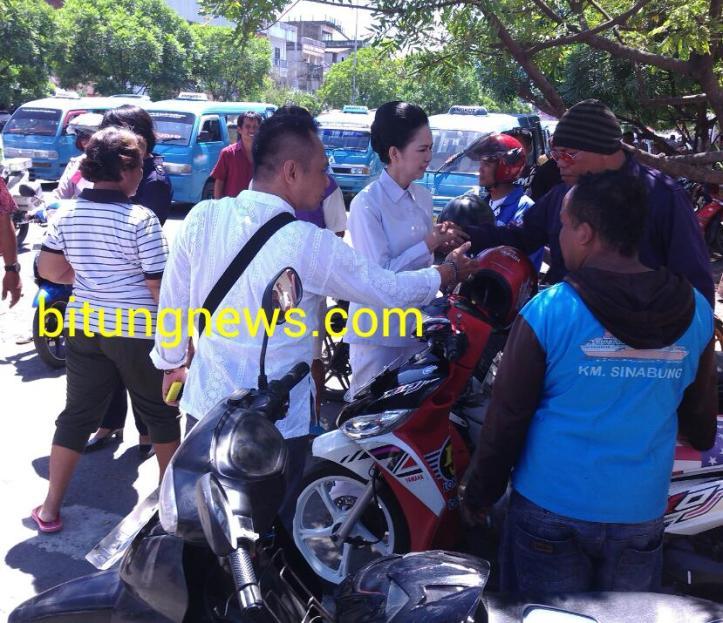 Calon Walikota Aryanthi Baramuli berdialog dengan para tukang ojek