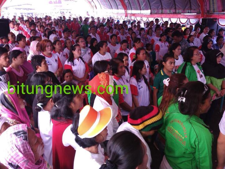 Ratusan orang warga padati lapangan kampong Pasar Tua , ikuti kampanye pasangan no urut 4, Hengky Honandar - Fabian Kaloh