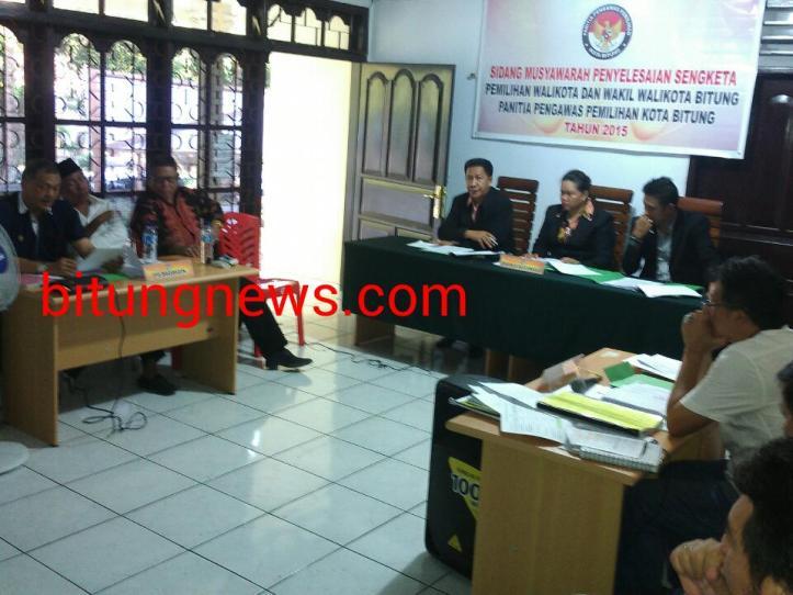 Sidang sengketa pilkada pasangan perseorangan Ridwan Lahiya-Max Purukan
