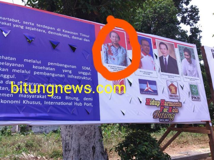 Alat Peraga Kampanye yang memuat foto pejabat negara