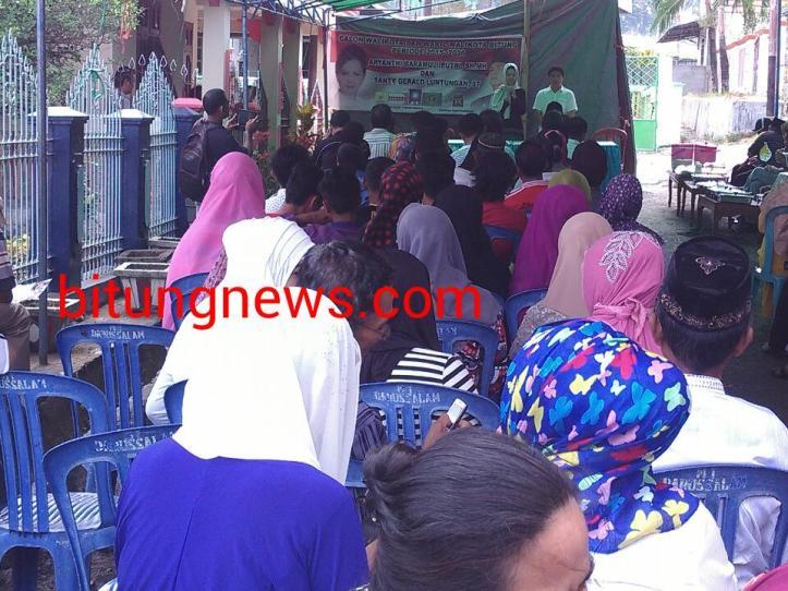 Pasangan Calon Walikota dan Wakil Walikota Aryanthi Baramuli - Santy Luntungan Paparkan Program Kepada Warga Kelurahan madidir Unet