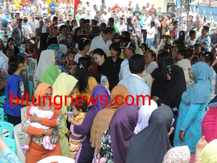 Calon Walikota Aryanthi Baramuli Putri, menemui para pendukung di kelurahan Girian Indah