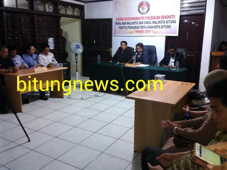Sidang sengketa pilkada Ridwan Lahiya-Max Purukan, di kantor panwaslu Bitung