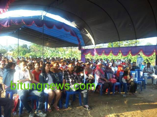 Para pendukung pasangan Hengky Honandar-Fabian Kaloh ikuti kampanye di Kelurahan Wangurer