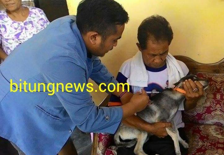 Mahasiswa Unsrat Vaksin Rabies, hewan piaraan warga