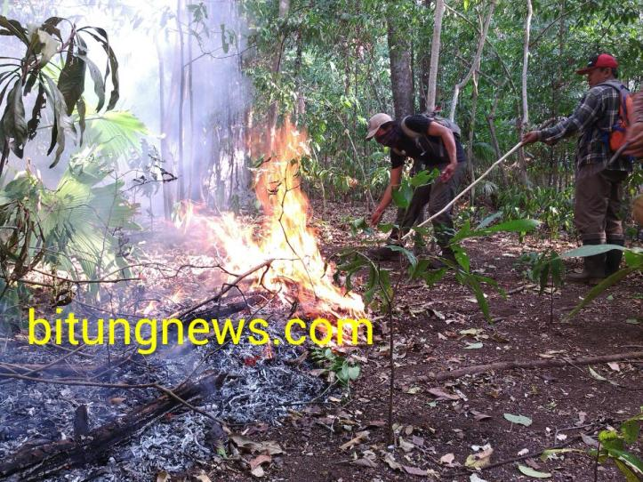 Tim Manggala Agni BKSDA dan Gabungan Mahasiswa Pecinta Alam Lokalisir Api di Cagar Alam Tangkoko