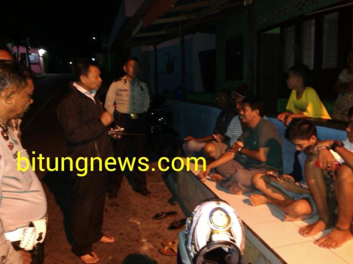 Wakapolsek AKP Arie Najoan, membaur di pangkalan ojek Kelurahan Kakenturan