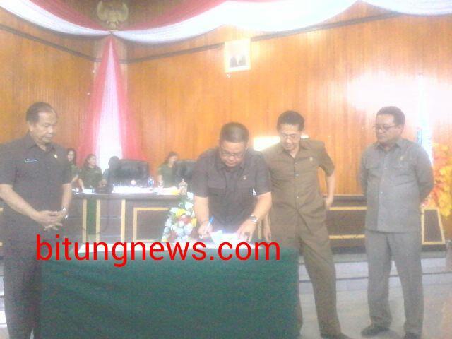 Penandatanganan Usulan Pemberhentian 2 anggota DPRD