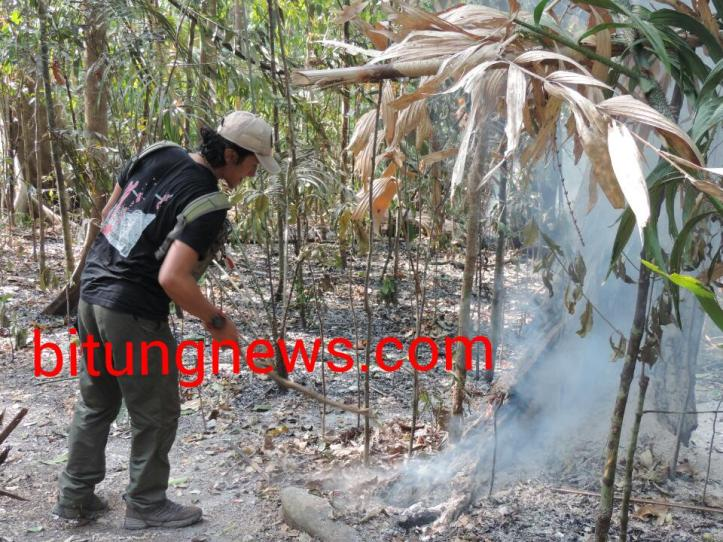 Personil Aliansi Jurnalis Peduli Hutan lokalisir kebakaran hutan