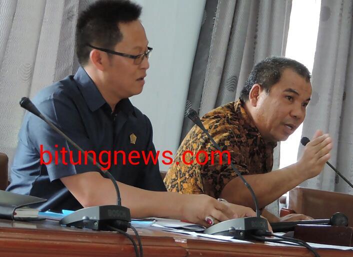 Anggota DPRD Alexander Wenas (kanan) pimpin RDP Guru Honor SDN Inprea 10
