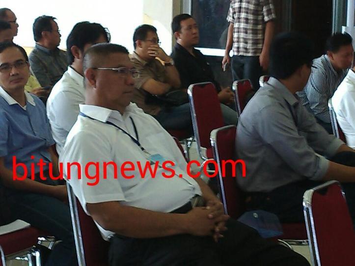 Ketua DPW APBMI terpilih Arnold Bagania (kemeja putih) di tengah peserta Musywil