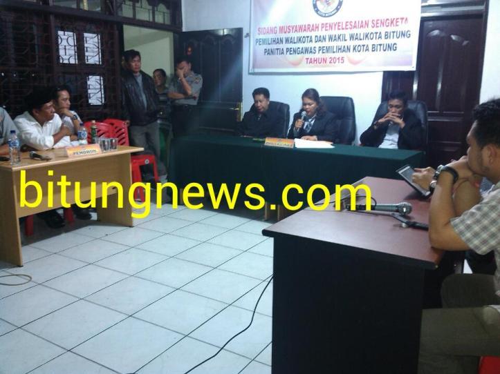 Suasana Musyawarah Sengketa Pilkada, Panwaslu kabulkan seluruh permohonan Ridwan Lahiya - Max Purukan